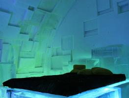 Small_hotel_de_glace