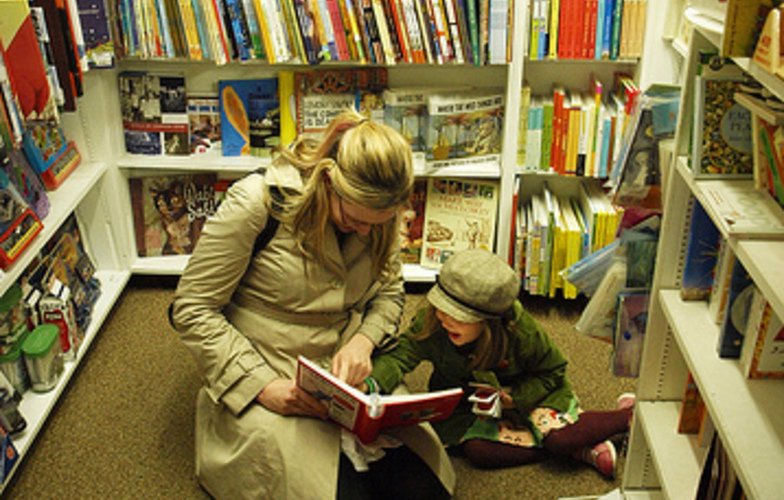 Extra_large_reading_with_kristin___clover_1
