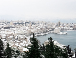 Small_snow_in_split_-_cloudy