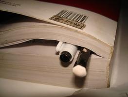 Small_book_pen_pencil_-_flickr_-_deeps.adhi