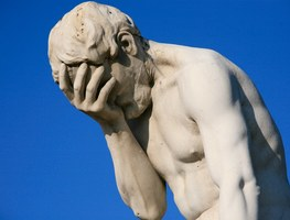 Small_paris_tuileries_garden_facepalm_statue