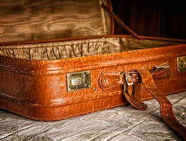 Small_luggage-3297015_1280