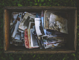 Small_canva_-_old_photos_in_the_wooden_box