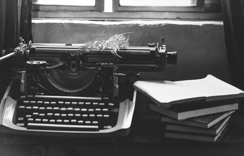 Extra_large_canva_-_grayscale_photography_of_typewriter_near_books