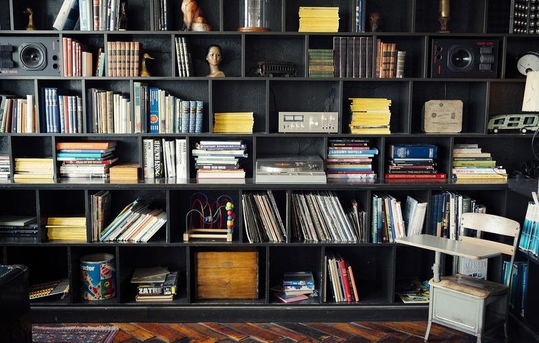 Extra_large_bookshelf-413705_1280