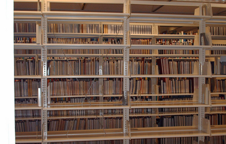 Extra_large_empty_library