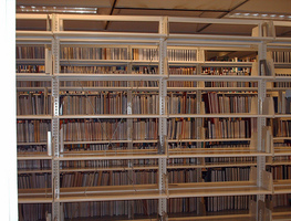 Small_empty_library