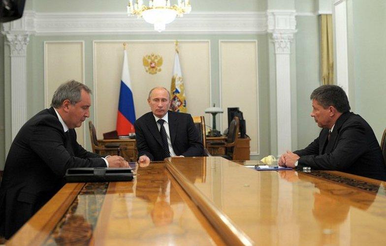 Extra_large_putin__rogozin__popovkin_august_2012