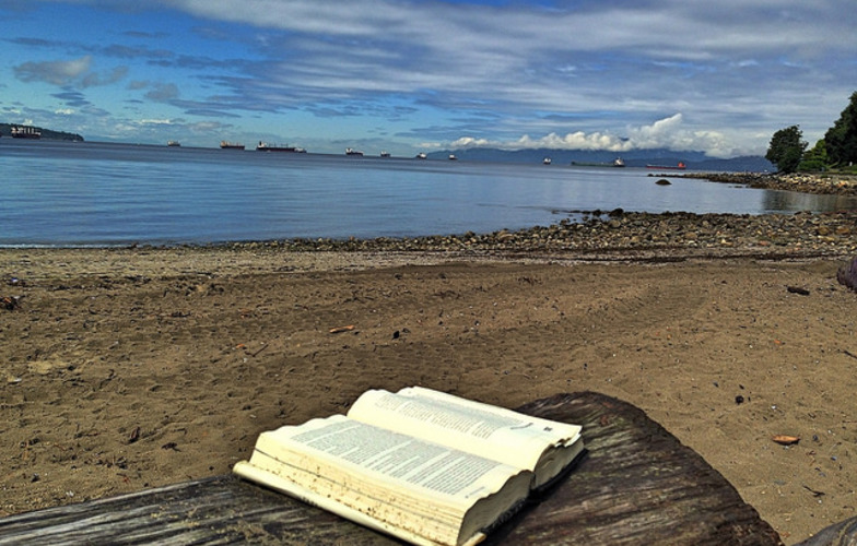 Extra_large_book_on_the_beach