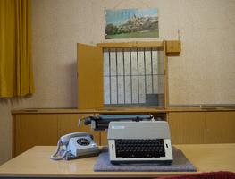 Small_typewriter_room