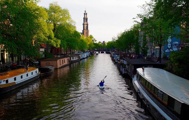 Extra_large_amsterdam