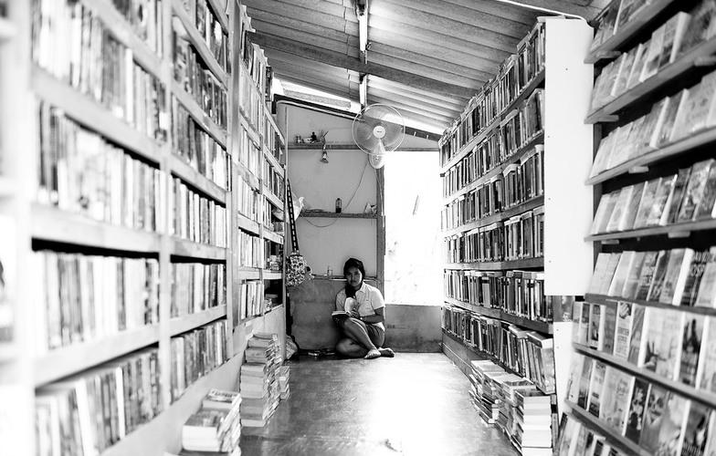 Extra_large_too_many_books
