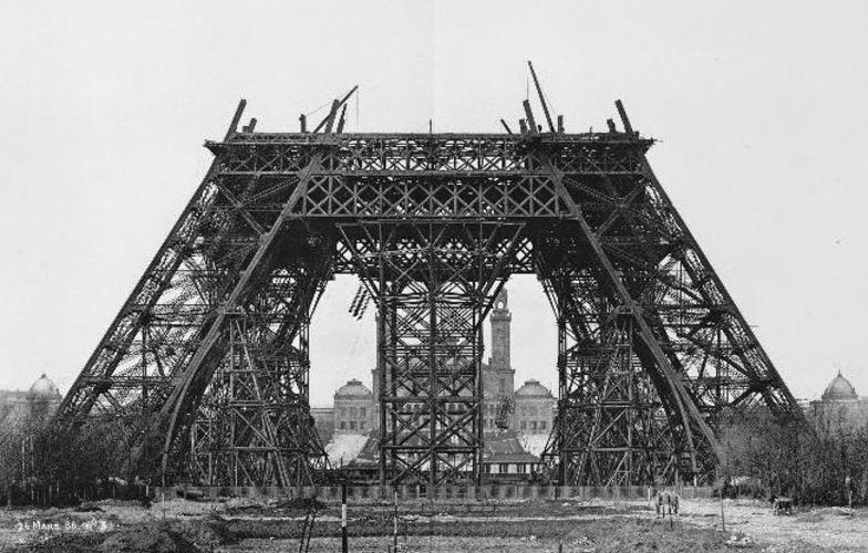 Extra_large_construction_tour_eiffel3