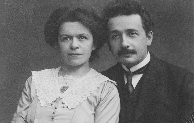 Extra_large_1200px-albert_einstein_and_his_wife_mileva_maric