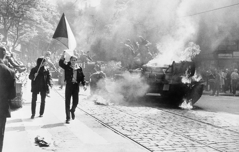 Extra_large_1200px-10_soviet_invasion_of_czechoslovakia_-_flickr_-_the_central_intelligence_agency