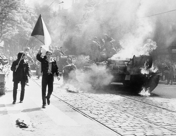 Large_1200px-10_soviet_invasion_of_czechoslovakia_-_flickr_-_the_central_intelligence_agency
