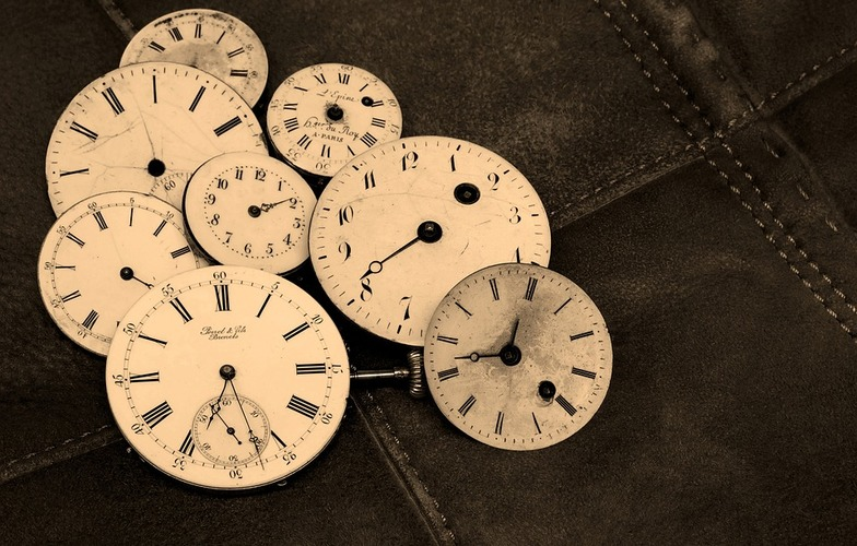 Extra_large_time-indicating-antique-wind-up-watches-old-1204696