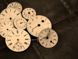 Small_time-indicating-antique-wind-up-watches-old-1204696