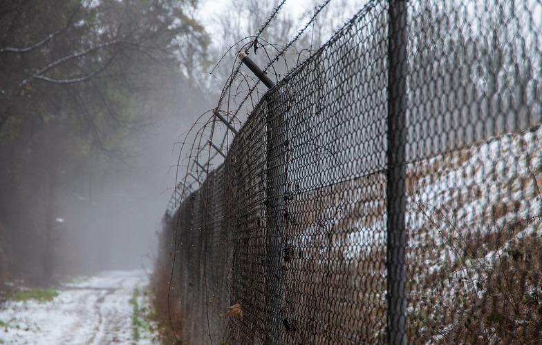 Extra_large_fence-3935408_1280