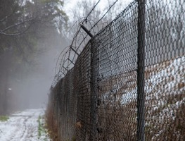 Small_fence-3935408_1280