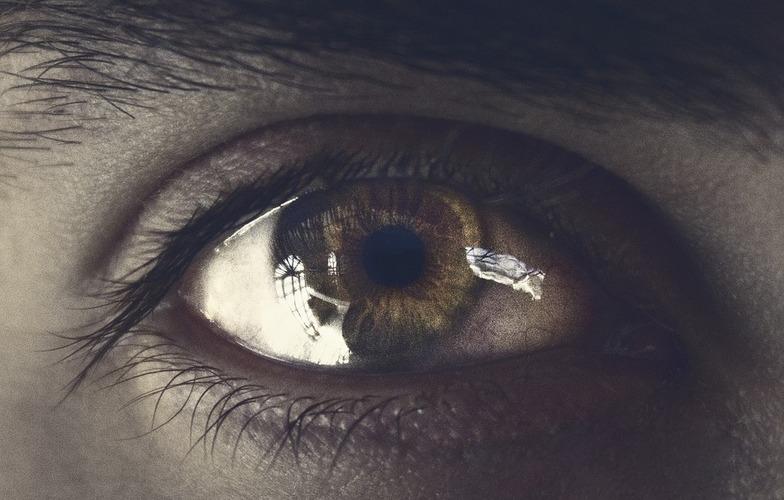 Extra_large_shooting-eye-eyes-2358602
