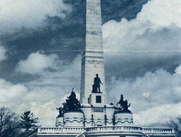 Small_the_lincoln_tomb__oak_ridge_cemetery__springfield__il__1953