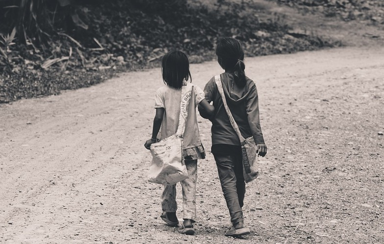Extra_large_children-kids-girls-walking-people-road-2560833