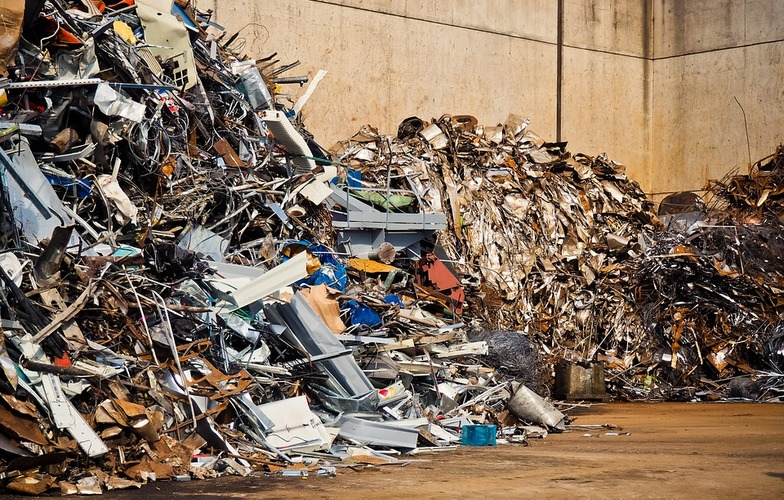 Extra_large_scrap-junkyard-waste-recycling-old-metal-3331384