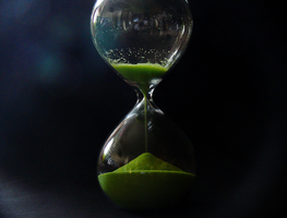 Small_canva_-_hourglass_with_green_sand_on_black_background