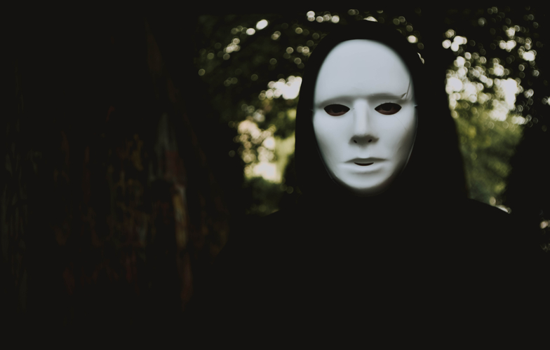 Extra_large_canva_-_selective_focus_photography_of_person_wearing_mask