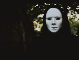 Small_canva_-_selective_focus_photography_of_person_wearing_mask