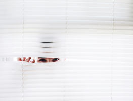 Small_canva_-_photography_of_person_peeking