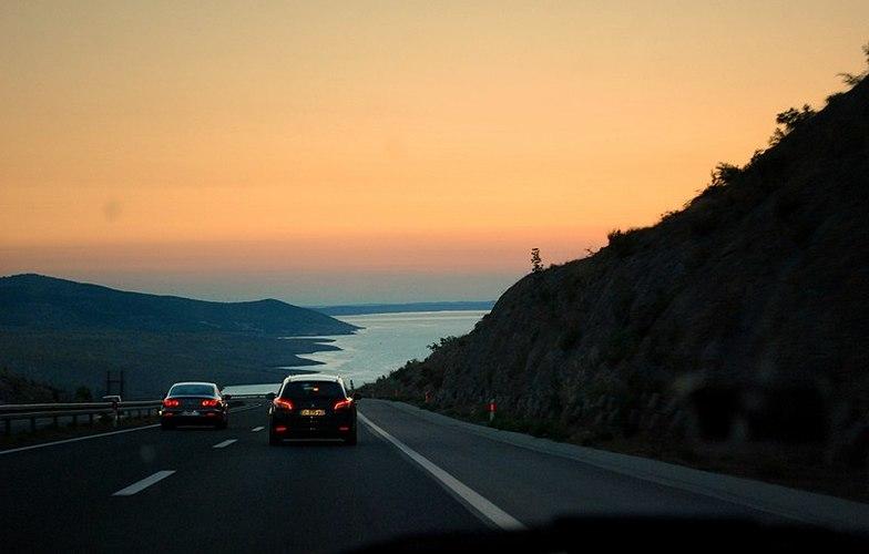 Extra_large_800px-widok_z_chorwackiej_autostrady_a1_za_tunelem_sveti_rok_-_panoramio
