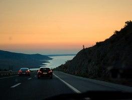 Small_800px-widok_z_chorwackiej_autostrady_a1_za_tunelem_sveti_rok_-_panoramio