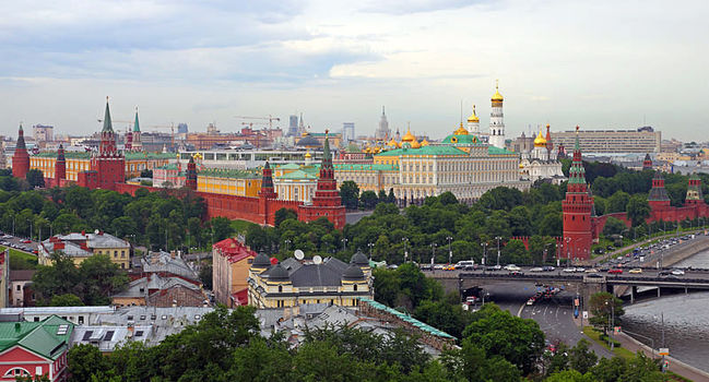 Wide_800px-moscow_05-2012_kremlin_22