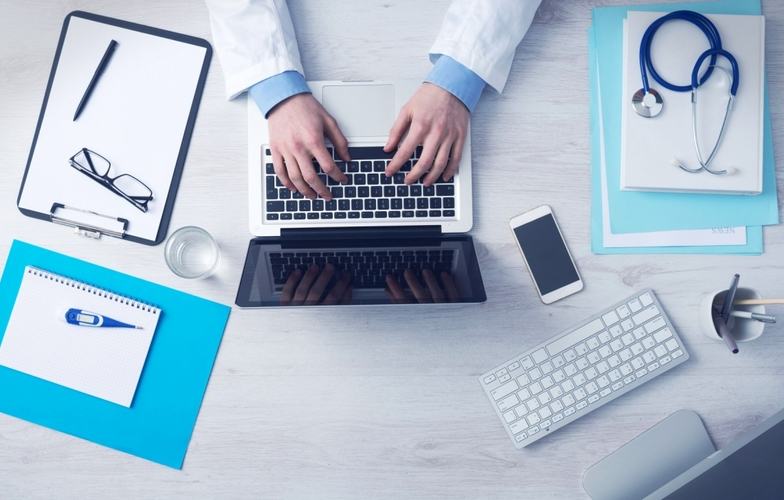 Extra_large_business-doctor-with-a-laptop-and-equipment-205-small