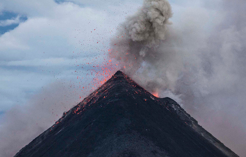 Extra_large_canva_-_eruption_of_volcano_during_dawn