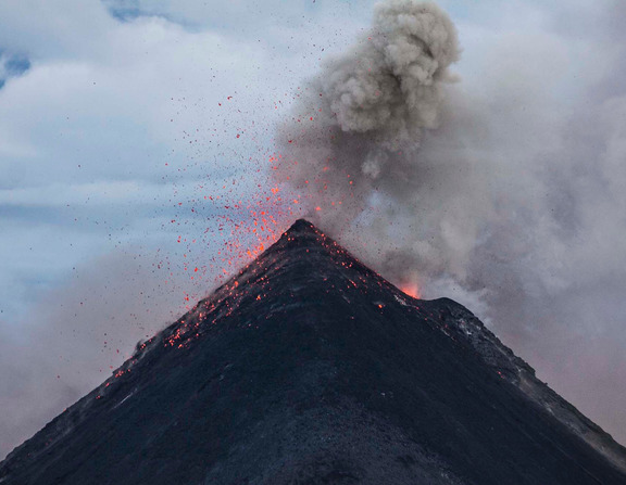 Large_canva_-_eruption_of_volcano_during_dawn